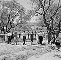Dorpsbewoners dansen sardana op een weide, Bestanddeelnr 254-0862.jpg