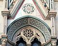 Duomo di firenze, medaglioni intarsiati in marmi nei timpani delle finestre sui fianchi 19.JPG