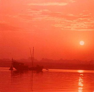 Early morning on the Ganges.jpg