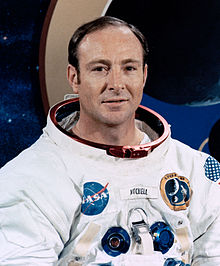 http://upload.wikimedia.org/wikipedia/commons/thumb/5/59/Edgar_Mitchell_cropped.jpg/220px-Edgar_Mitchell_cropped.jpg