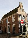 foto van Smal pandje met halsgevel aan de Breedstraat