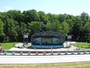 Estrade in the central park of Kalinigrad.JPG