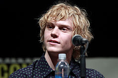 Evan Peters 2013.jpg