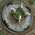 Exterieur bewerkte fontein met dierfiguren, vanaf hoog standpunt genomen - 's-Gravenhage - 20327010 - RCE.jpg