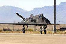Un F-117 in rullaggio.