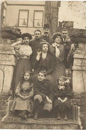 Princess Fahrelnissa Zeid - Fahrünissa Şakir (seated on the left) with her family, Büyükada (c. 1910)