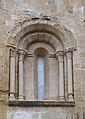 Finestra del campanar de sant Pere el Vell, Osca.JPG
