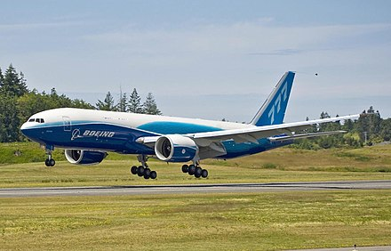 Le premier 777 cargo, destiné à Air France, durant un test en vol. - Boeing 777