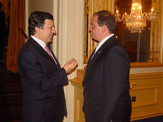 Kostas Karamanlis - José Manuel Barroso and Kostas Karamanlis in Dublin in 2004