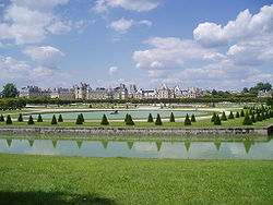 Fontainebleau with gardens.jpg