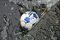 Fotboll i vatten.jpg
