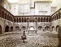 Fotografia dell'Emilia - n. 113 - Cortile della Chiesa di S. Stefano.jpg