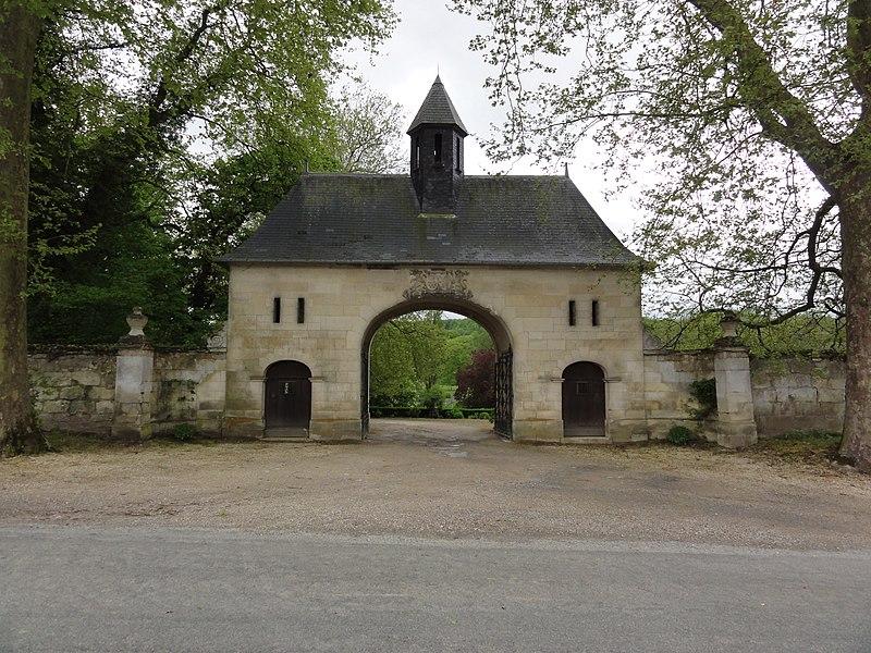 Fourdrain (Aisne) portail d'un grand domaine