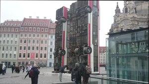 File:Frauenkirche Dresden Aleppo Mahnmal Manaf Halbouni.webm