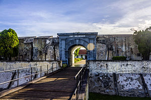 Bengkulu (city) - Image: Front gate of Fort Marlborough, Bengkulu 2015 04 19 02