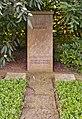 Göttingen Stadtfriedhof Grab David Hilbert retusche.jpg