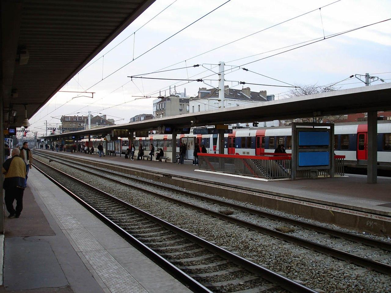 FileGare d AulnaysousBois 03jpg  Wikimedia Commons