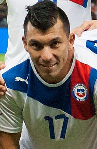 Gary Medel Footballteam of Chile - Spain vs. Chile, 10th September 2013 (cropped).jpg