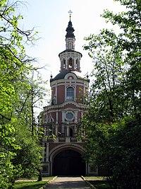 Gate Church of the Theotokos of Tikhvin (Donskoy Monastery).jpg