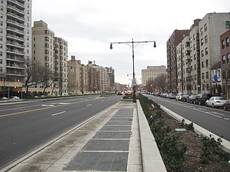 Grand Concourse (Bronx) - Intersection with 161st Street in 2008