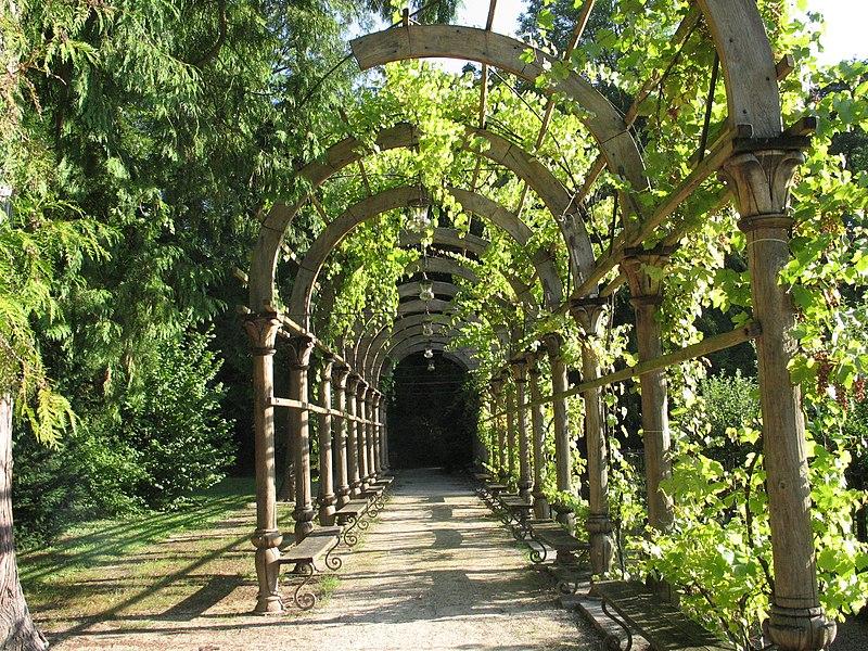 Tonnelle dans le parc du Grand Jardin, Joinville, Haute-Marne