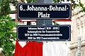 GuentherZ 2012-06-05 0068 Wien06 Johanna-Dohnal-Platz Strassentafel enthuellt.jpg