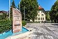 Gurk Dr.-Schnerich-Straße 8 Volksschule und Gemeindebrunnen 06072020 9240.jpg