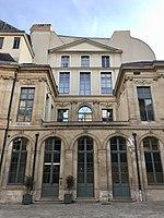 Hôtel d'Évreux, cour 05.jpg