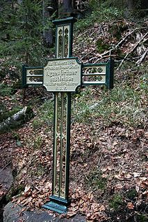 cross erected to commemorate a person or event, sometimes as a grave marker