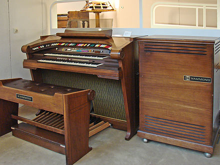 Hammond started making transistor organs by the mid-1970s Hammond Regent 4172.jpg