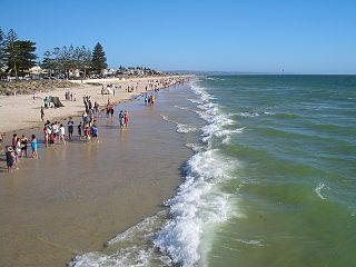 Henley Beach By User:Vmenkov (Own work (own photo)) [GFDL (https://www.gnu.org/copyleft/fdl.html), CC-BY-SA-3.0 (https://creativecommons.org/licenses/by-sa/3.0/) or CC-BY-SA-2.5-2.0-1.0 (https://creativecommons.org/licenses/by-sa/2.5-2.0-1.0)], via Wikimedia Commons