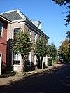 foto van Herenhuis met rechte gootlijst, houten deuromlijsting
