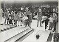 Het Krokus-bowlingtoernooi voor scholieren wordt gehouden in Party centrum De Zoete Inval aan de Haarlemmerstraatweg 183. NL-HlmNHA 54014378 A.JPG