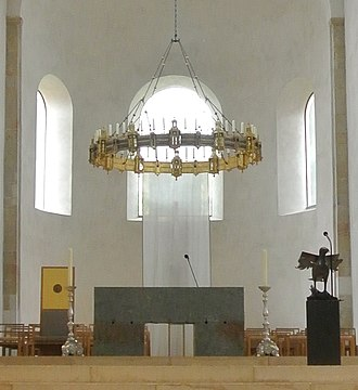 Azelin chandelier - The chandelier in the Hildesheim Cathedral above the altar, 2015