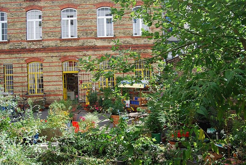 Datei:Hofgarten am Mehringdamm 51.JPG