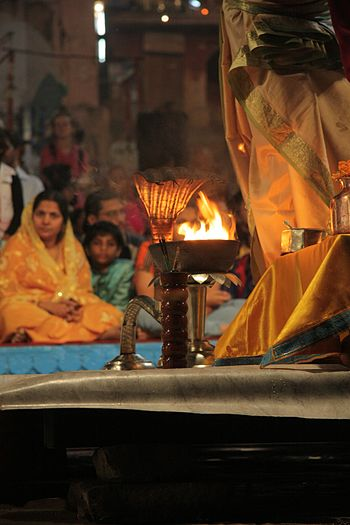 English: Hooded aarti stand, during Ganga aart...