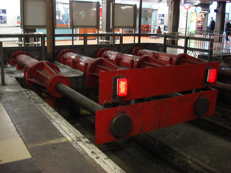 Soubor:Hydraulic Buffers Paddington.jpg