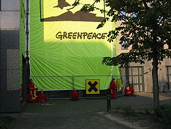 IMG 2642 Greenpeace demonstration Loreal september 11 2006 Alphen aan den Rijn.JPG