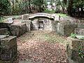 Ie Udun Tomb1.jpg