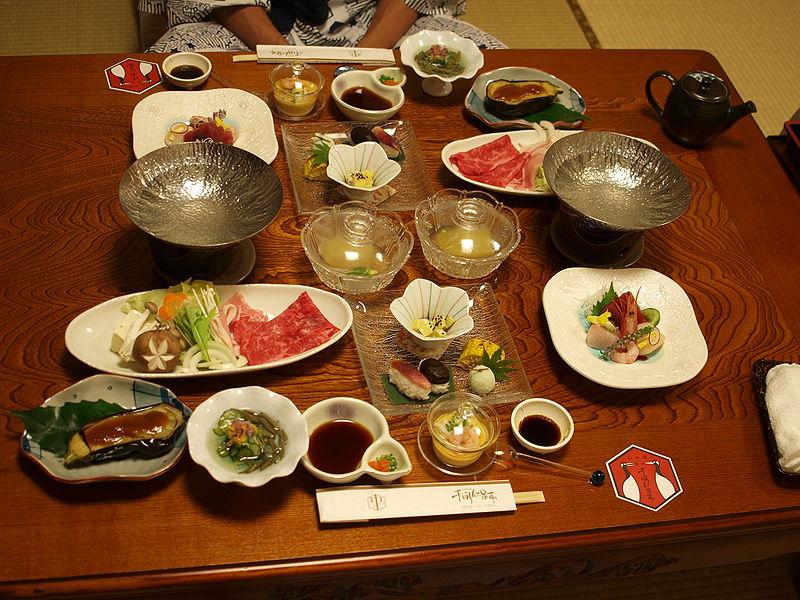 800px-Ikaho_dinner_01.jpg