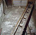 Interieur, muurschilderingen in de torenruimte, met trap op de voorgrond - Wognum - 20375121 - RCE.jpg