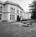 Invalidenhuis Bronbeek, voorgevel met ingang - Arnhem - 20025037 - RCE.jpg
