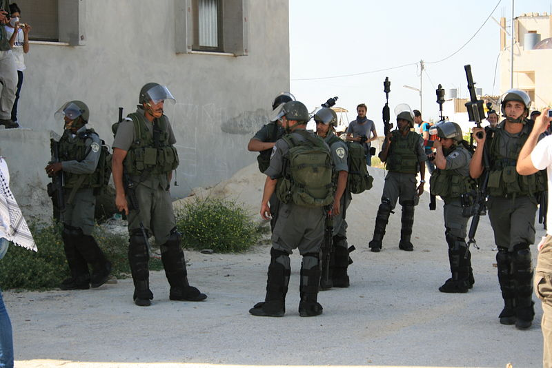 קובץ:Israel Border Police in Nabi salih demonstration May 2011 2.jpg