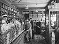 J. Weydahls kolonialforretning - interiør - Eiriks gate 2 - ca. 1936 - Anders Beer Wilse - Oslo Museum - OB.Y7241.jpg