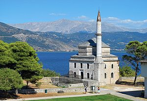 Fethiye Mosque (Ioannina) - The Fethiye Mosque, with the Tomb of Ali Pasha in the foreground