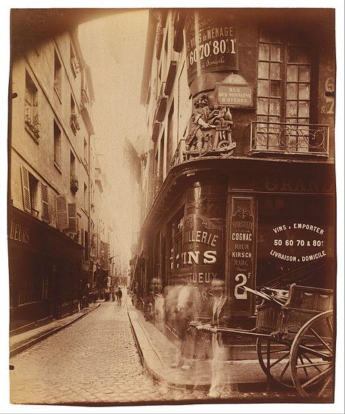 Fichier:Jean Eugène Auguste Atget - Rue des Nonnains d'Hyères - Google Art Project.jpg