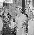 Joegoslavische dansers in Rotterdam mevrouw Van Walsum, Bestanddeelnr 914-1316.jpg