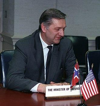 Johan Jørgen Holst - Image: Johan Jørgen Holst, Pentagon 1993 03 16 (cropped)