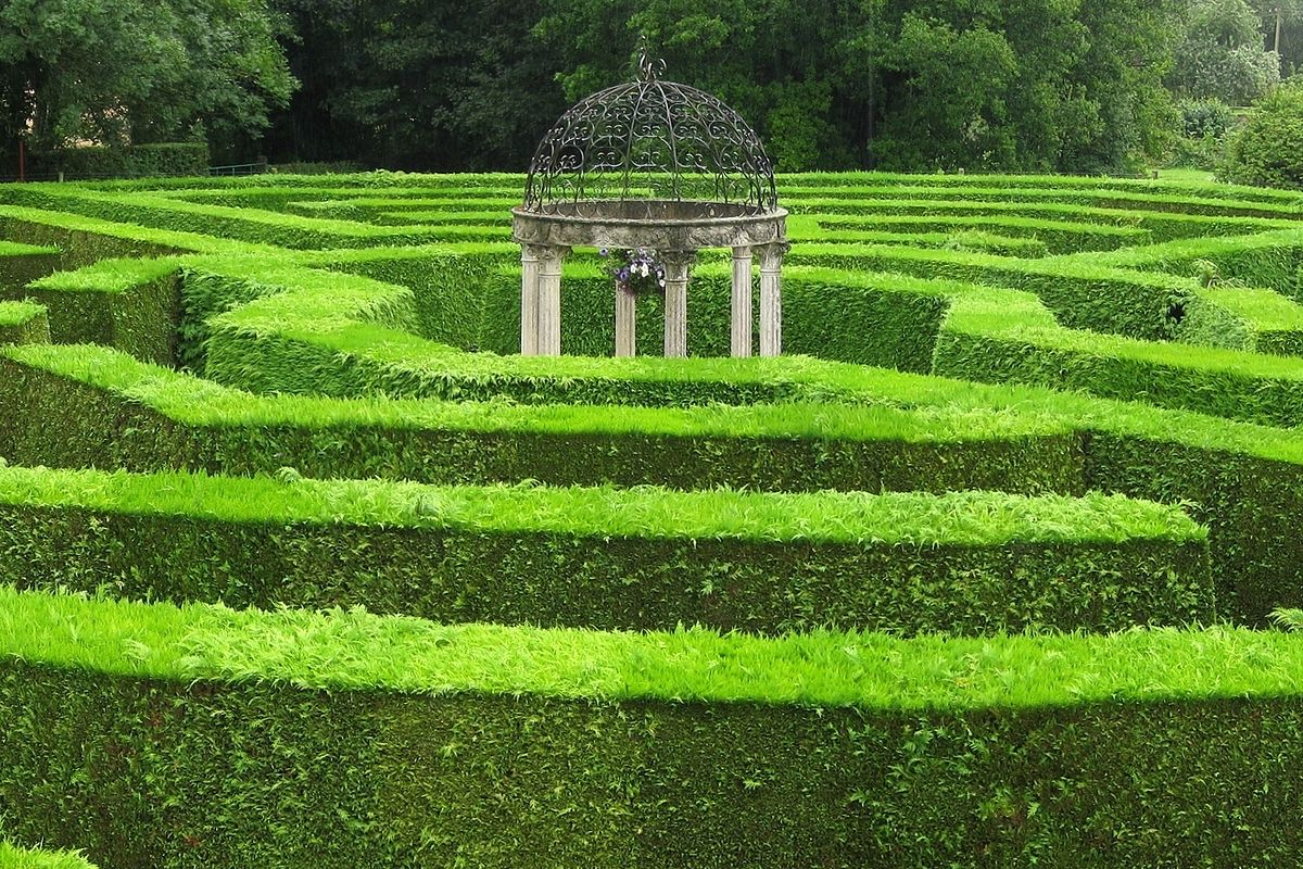 Hedge maze - Wikipedia on 6 path labyrinth designs, finger labyrinth designs, greenhouse garden designs, stage garden designs, walking labyrinth designs, rectangular prayer labyrinth designs, spiral designs, simple garden designs, heart labyrinth designs, meditation garden designs, new mexico garden designs, labyrinth backyard designs, informal herb garden designs, school garden designs, indoor labyrinth designs, knockout rose garden designs, shade garden designs, water garden designs, dog park designs, christian prayer labyrinth designs,