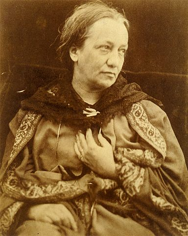 Curiosamente, existem poucas fotos da própria Julia Margaret Cameron.  Esta é uma delas, feita por seu filho Henry em 1870.